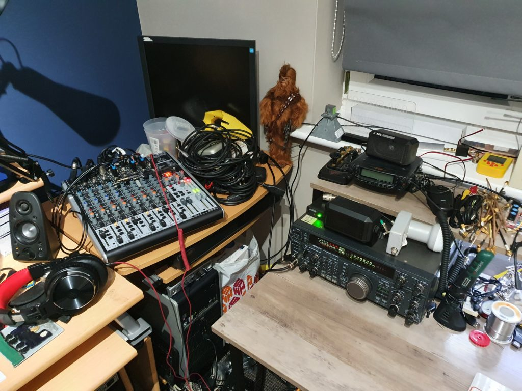 New Shack. HF Setup with Modified Desk